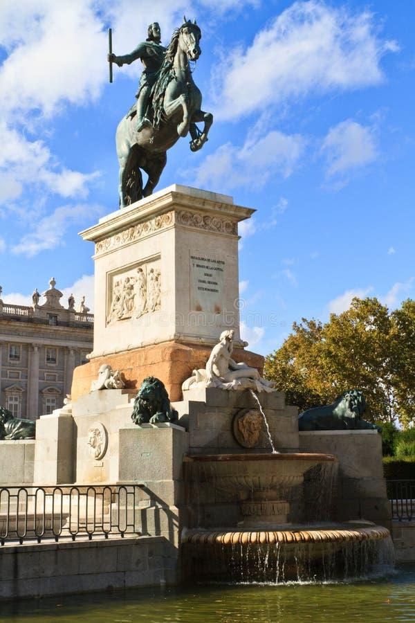 Estatua de Felipe IV. - Madrid imagen de archivo