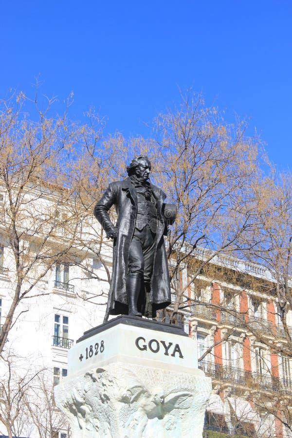 Estatua de Francisco de Goya, del pintor español y del artista en Madrid, arte exterior del museo de Prado imagenes de archivo