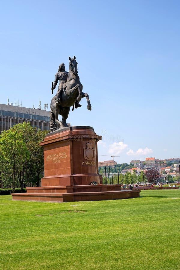 Estatua de Francisco II Rakoczi en cuadrado del parlamento en Budapest fotografía de archivo