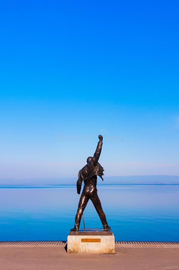 Estatua de Freddie Mercury en la costa del lago geneva en Montreux, fotos de archivo libres de regalías