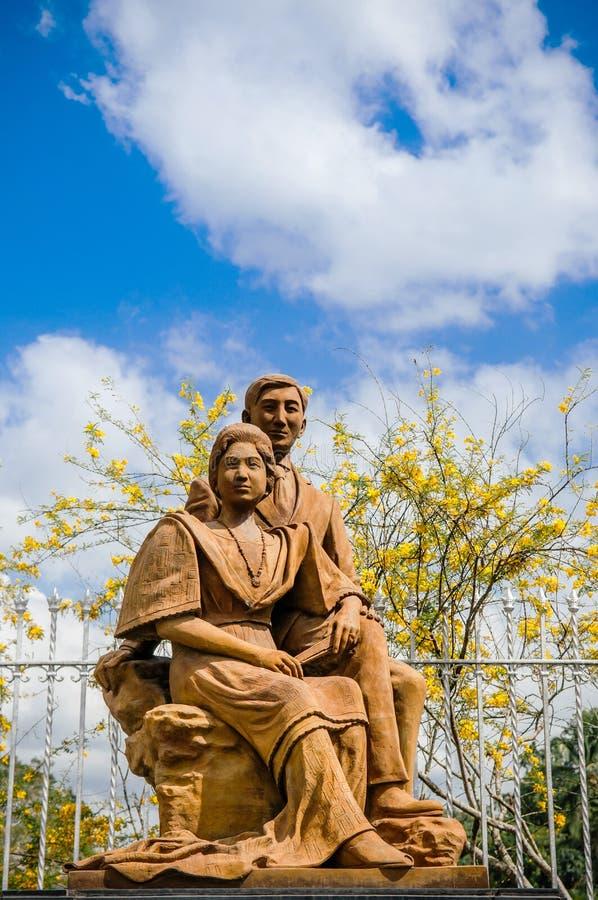 Estatua de fundadores del chalet Escudero, San Pablo, Filipinas fotografía de archivo
