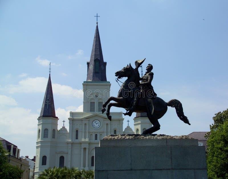 Estatua de general Andrew Jackson delante de la catedral de St. Louis fotos de archivo