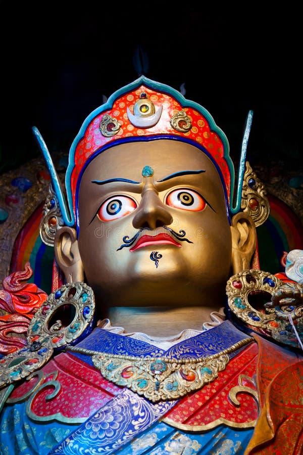 Estatua de Guru Padmasabhava en Hemis Gompa en Leh, Ladakh, la India imagen de archivo
