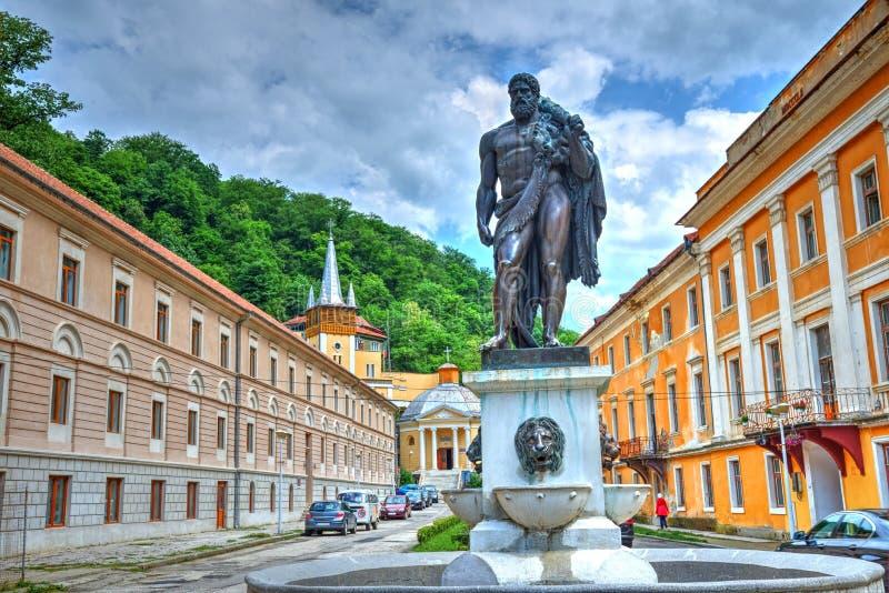Estatua de Hércules en el centro turístico de Herculane, Rumania imagen de archivo