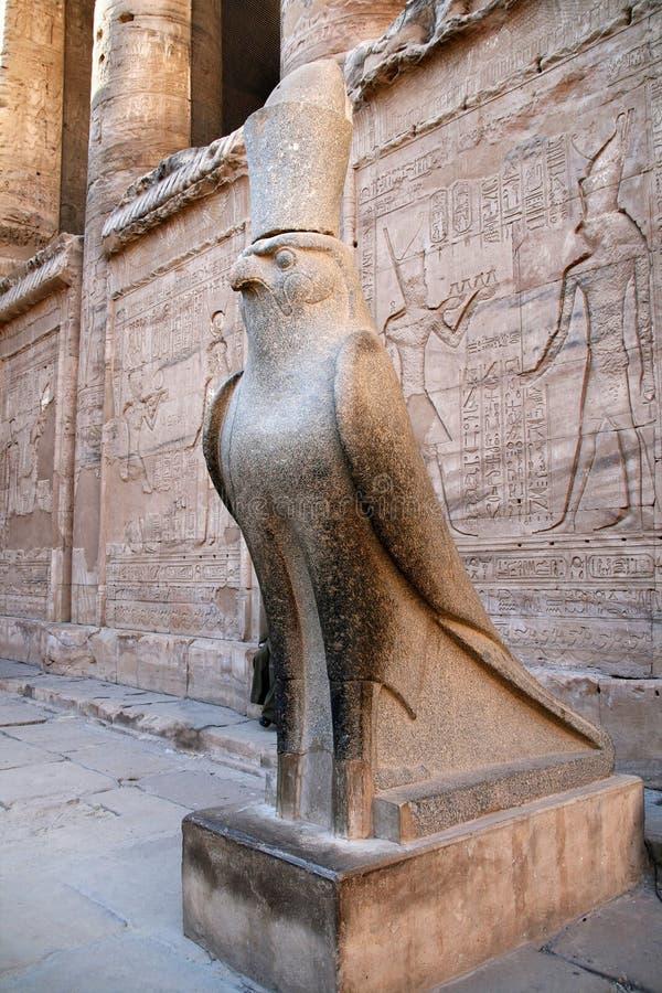 Estatua de Horus imágenes de archivo libres de regalías