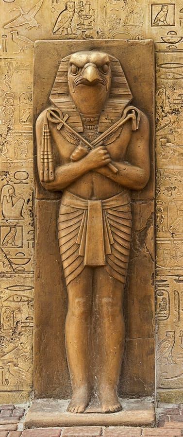 Estatua de Horus imagenes de archivo