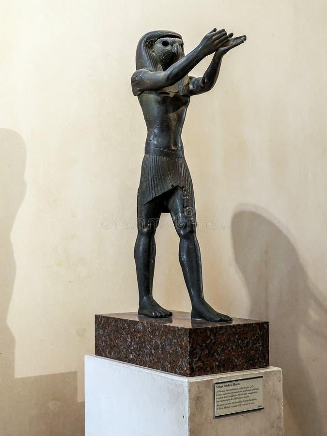 Estatua de Horus en museo del Louvre imágenes de archivo libres de regalías