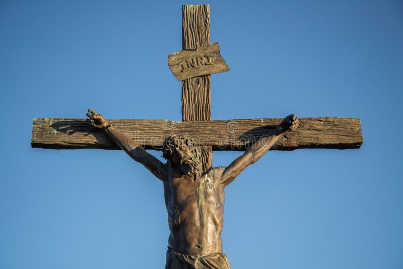 Estatua de Jesús en la cruz imagen de archivo