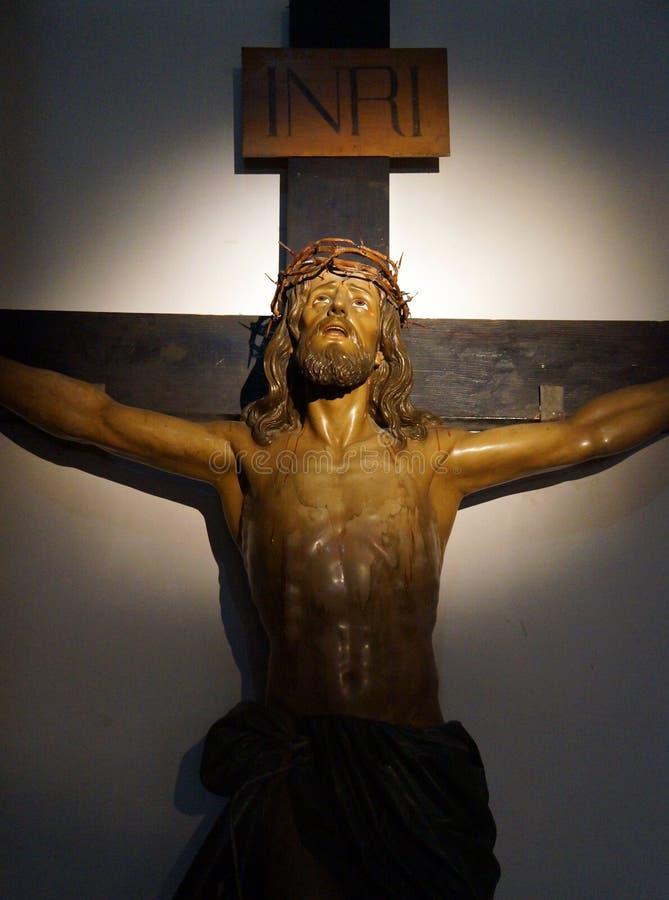 Estatua de Jes?s en la cruz imágenes de archivo libres de regalías