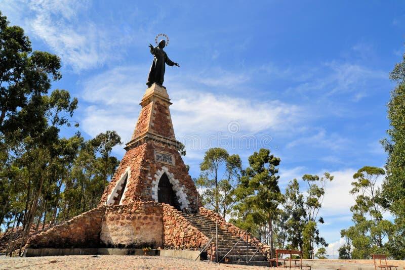 Estatua de Jesus Christ en torre contra el cielo, Sucre fotografía de archivo