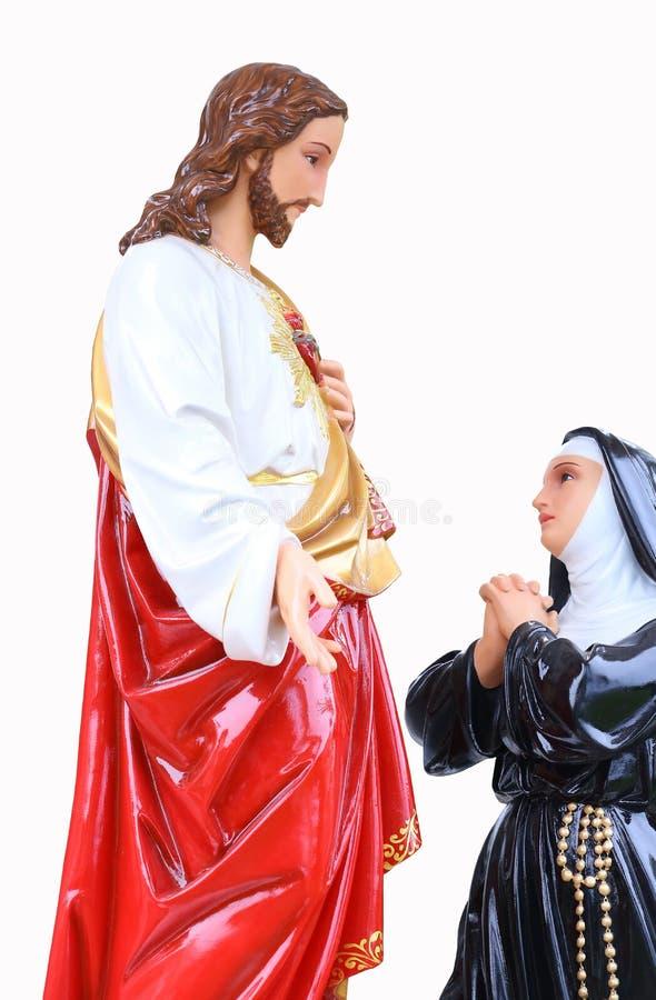 Estatua de Jesus Christ y de Maria Coraz?n sagrado Símbolo del cristianismo aislado en el fondo blanco imagen de archivo
