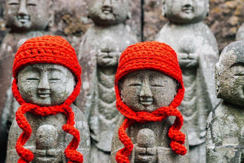 Estatua de Jizo Buda de la piedra en el templo de Hasedera en Kamakura, Japón foto de archivo