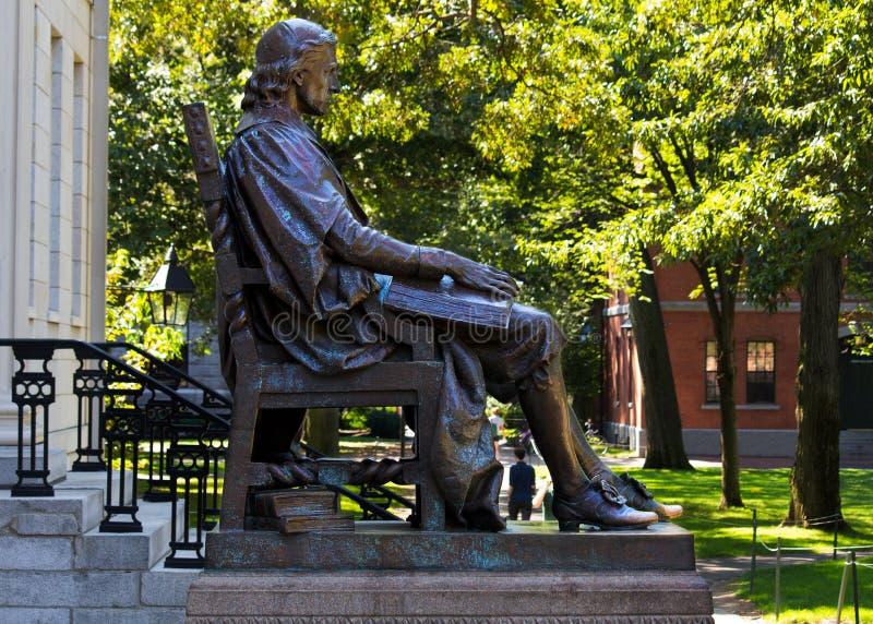 Estatua de Juan Harvard imagen de archivo
