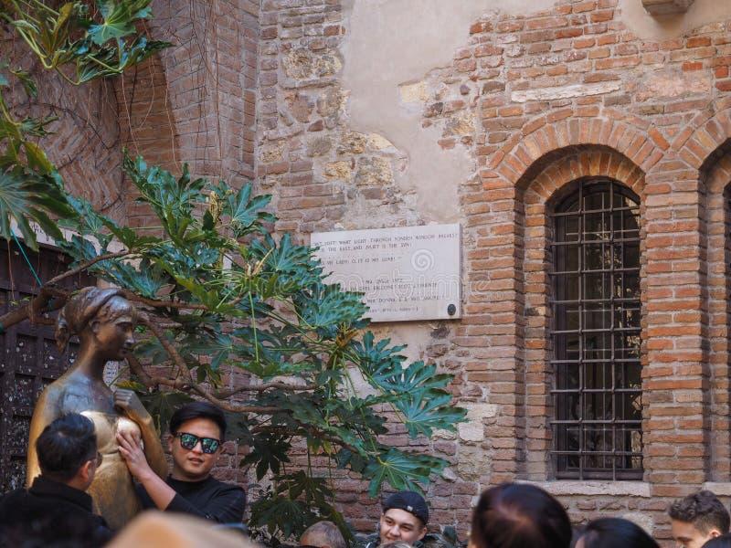 Estatua de Juliet en Verona foto de archivo libre de regalías