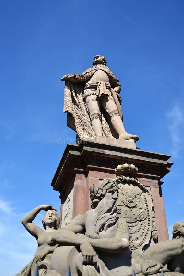 Estatua de Karl Theodor en el puente viejo sobre Neckar, Heidelberg, Alemania imágenes de archivo libres de regalías