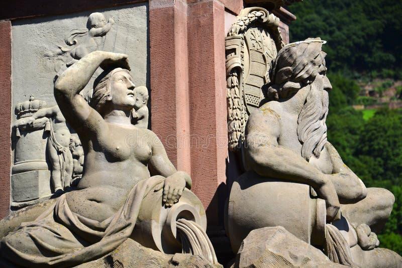 Estatua de Karl Theodor en el puente viejo sobre Neckar, Heidelberg, Alemania fotos de archivo