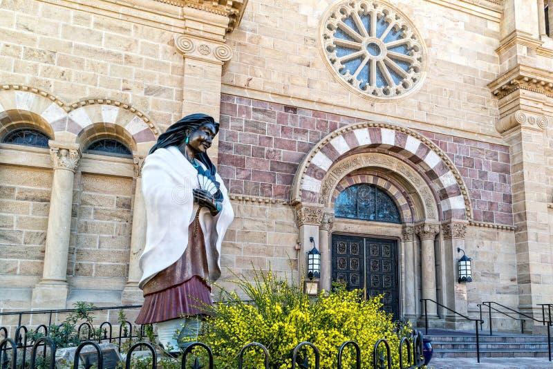 Estatua de Kateri Tekakwitha, St Francis de Assisi fotos de archivo libres de regalías
