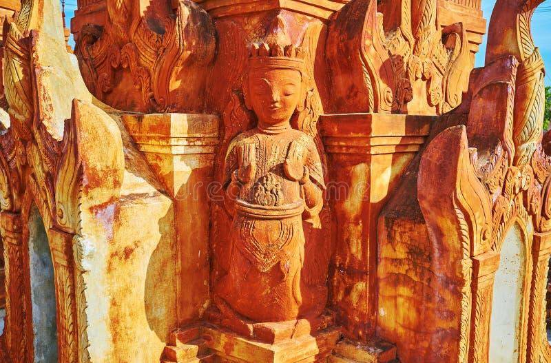 Estatua de Kinnara en el stupa de Nyaung Ohak, Indein, Myanmar imágenes de archivo libres de regalías