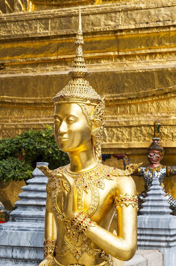 Estatua de Kinnari en el templo de Wat Phra Kaew foto de archivo libre de regalías