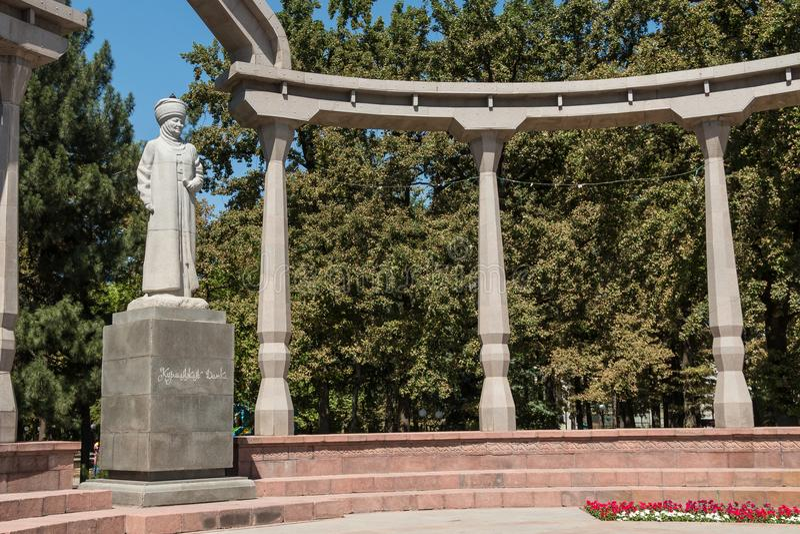 Estatua de Kurmanjan Datka, un politican famoso y stateswoman, en Bishkek, la capital de Kirguistán foto de archivo libre de regalías