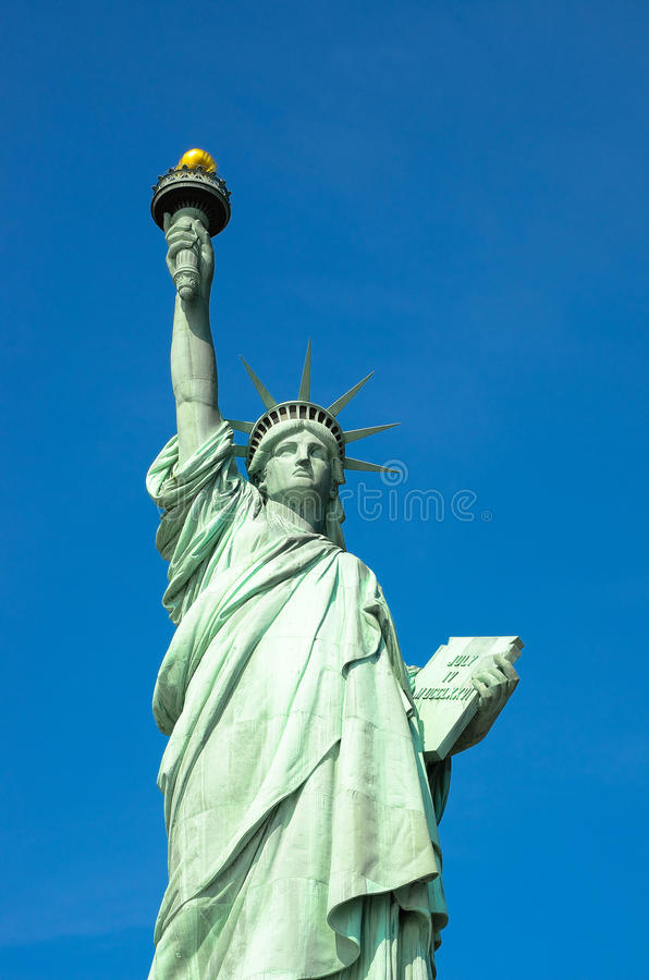 Estatua de la bandera de la libertad y de Estados Unidos en New York City foto de archivo