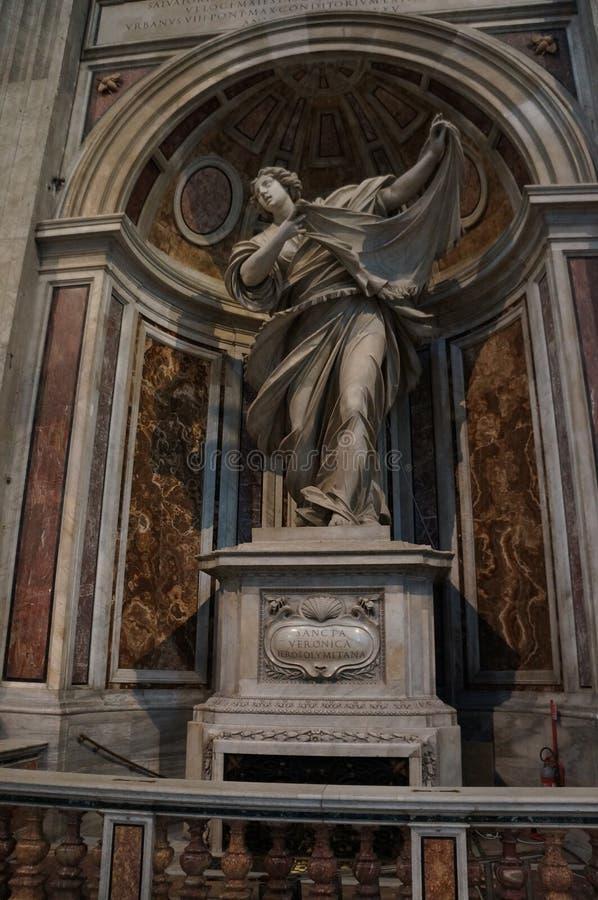 Estatua de la catedral de San Pedro fotografía de archivo libre de regalías