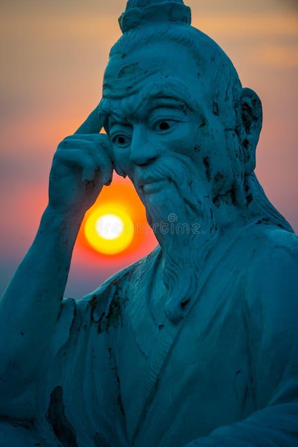 Estatua de la cumbre del tablero en Ban al atardecer, Da Nang Vietanm imagen de archivo