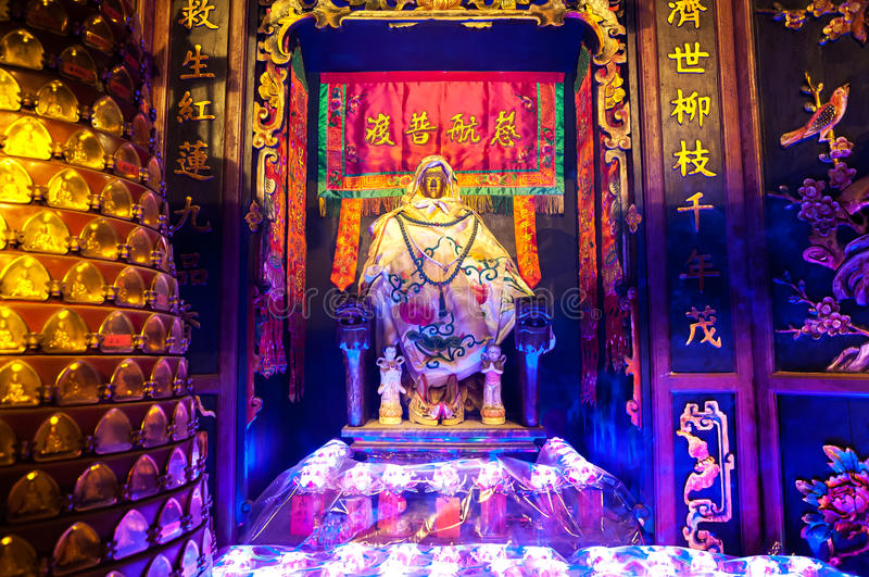 Estatua de la diosa de la misericordia Guanyin en Lin Fa Temple, Hong Kong foto de archivo libre de regalías