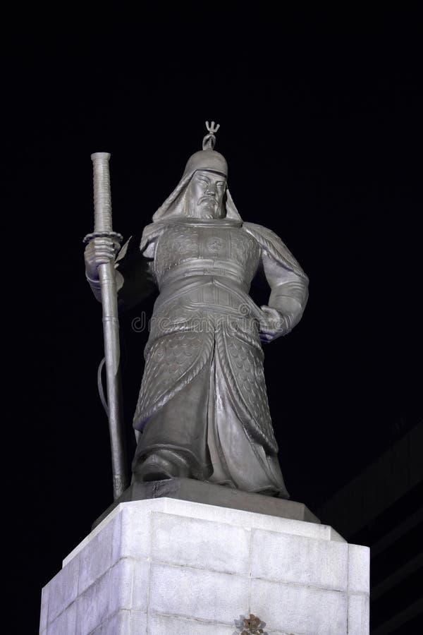 Estatua de la escena de la noche del Sun-pecado de almirante Yi imágenes de archivo libres de regalías