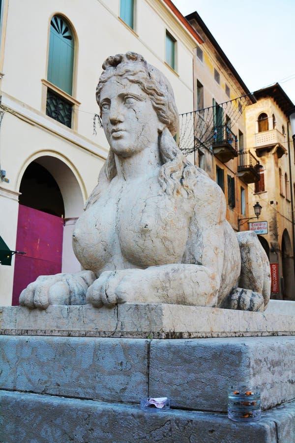 Estatua de la esfinge en Conegliano Véneto, Treviso, Italia imagen de archivo libre de regalías