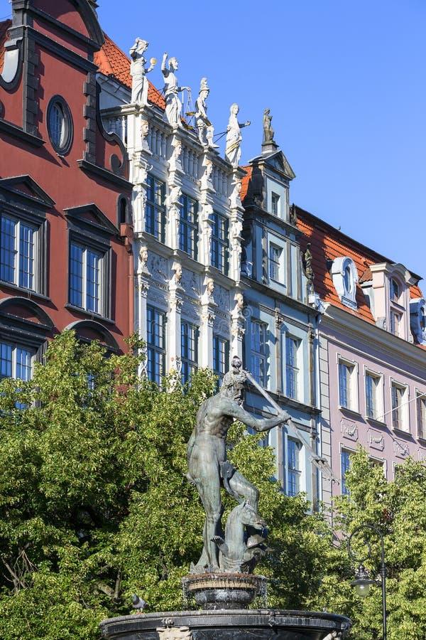 Estatua de la fuente del ` s de Neptuno en la calle de mercado larga, Gdansk, Polonia foto de archivo