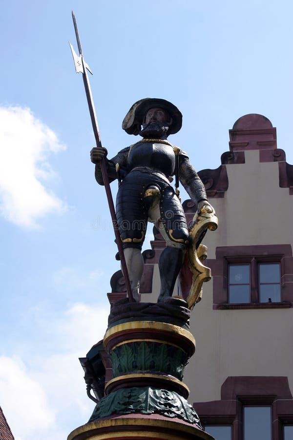 Estatua de la fuente en Basilea foto de archivo