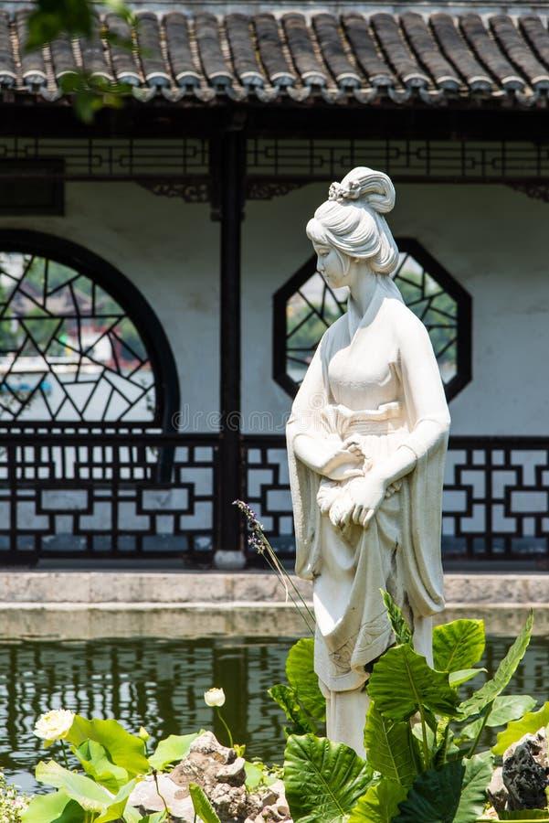 Estatua de la hembra de Mochou fotografía de archivo