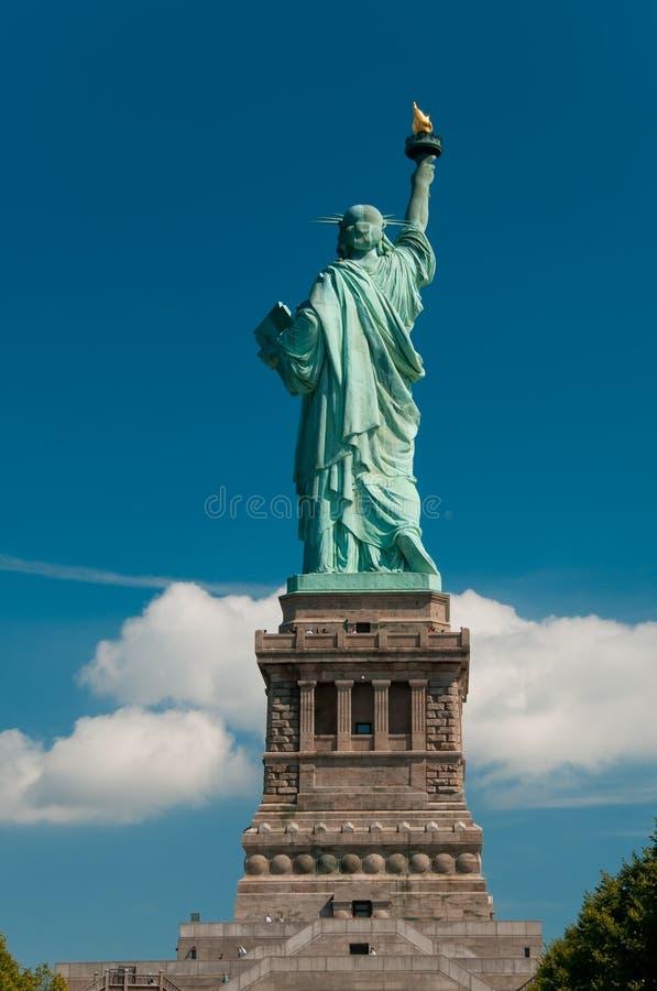 Estatua de la libertad de detrás foto de archivo libre de regalías