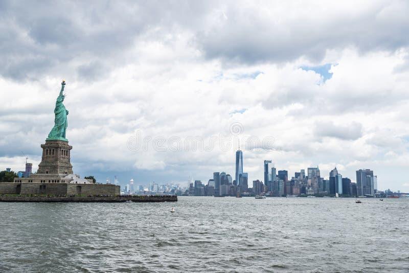 Estatua de la libertad en New York City, los E.E.U.U. foto de archivo
