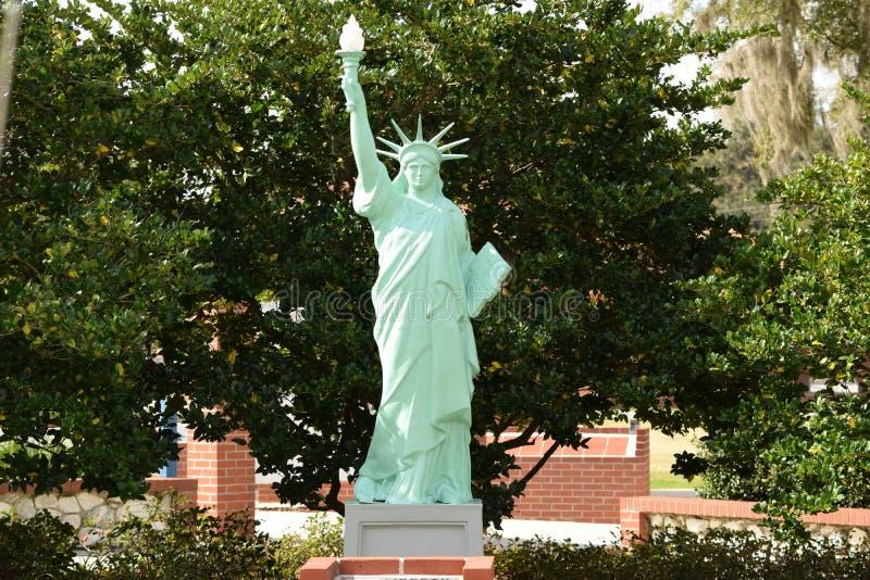 Estatua de la libertad en Ocala, parque del veterinario de la Florida fotos de archivo libres de regalías