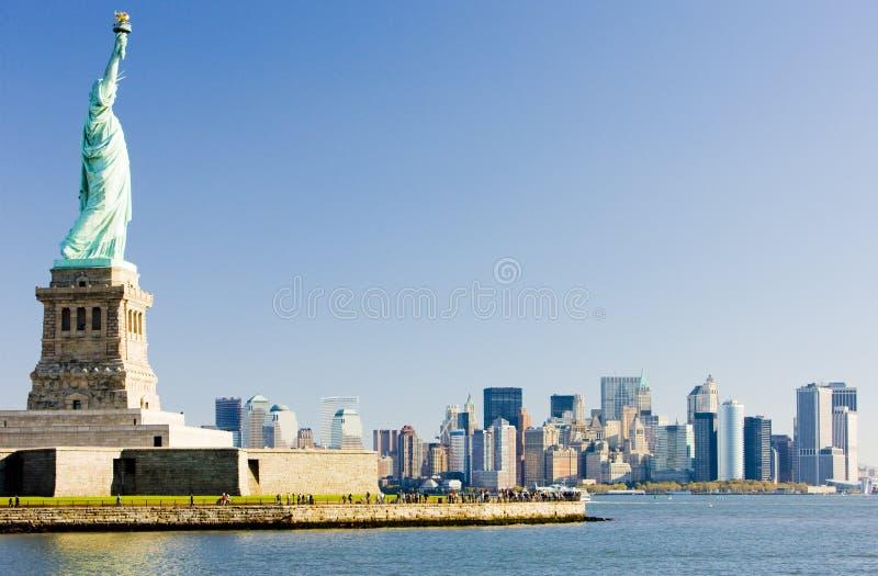 Estatua de la libertad y de Manhattan, New York City, los E.E.U.U. foto de archivo