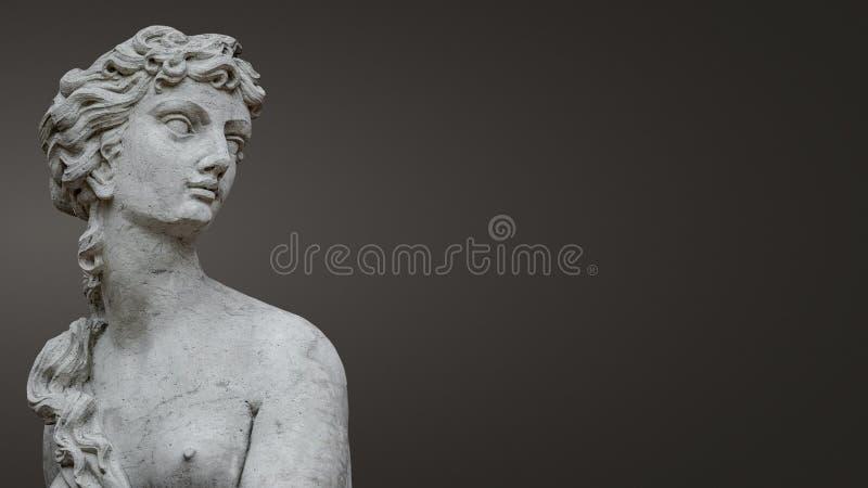 Estatua de la mujer desnuda sensual antigua de la era del renacimiento en Potsdam en el fondo liso de la pendiente, Alemania foto de archivo