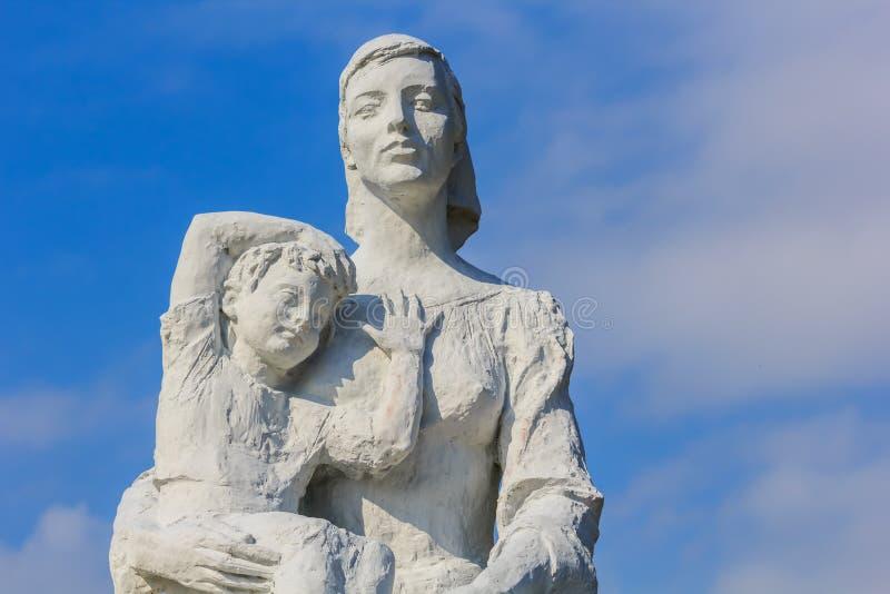 Estatua de la paz en el parque de la paz de Nagasaki imagen de archivo
