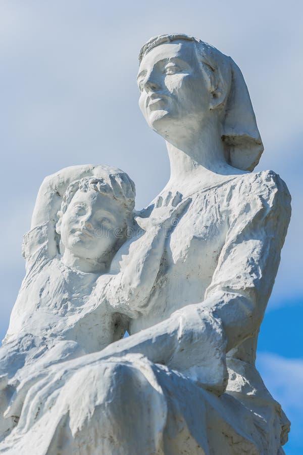 Estatua de la paz en el parque de la paz de Nagasaki fotos de archivo