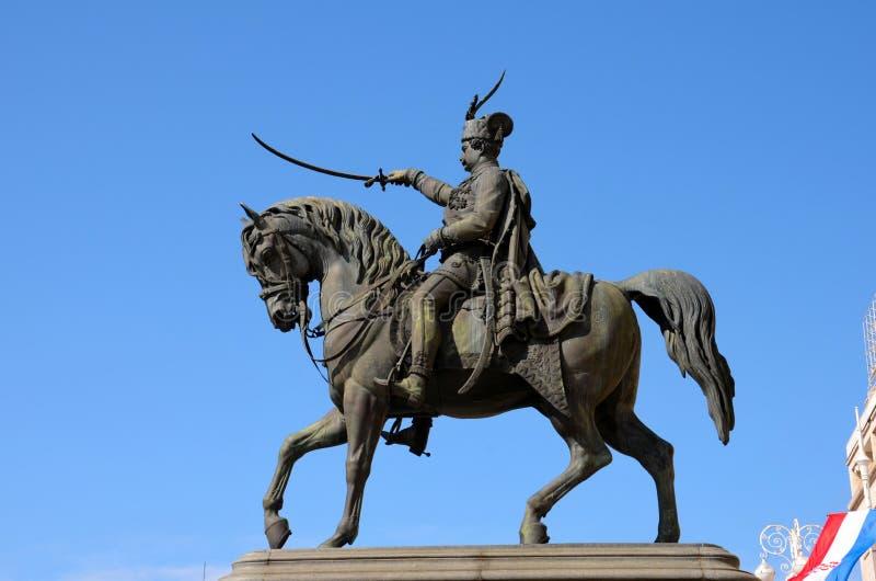 Estatua de la prohibición Josip Jelacic de Croacia en caballo en la plaza principal de Zagreb imagenes de archivo