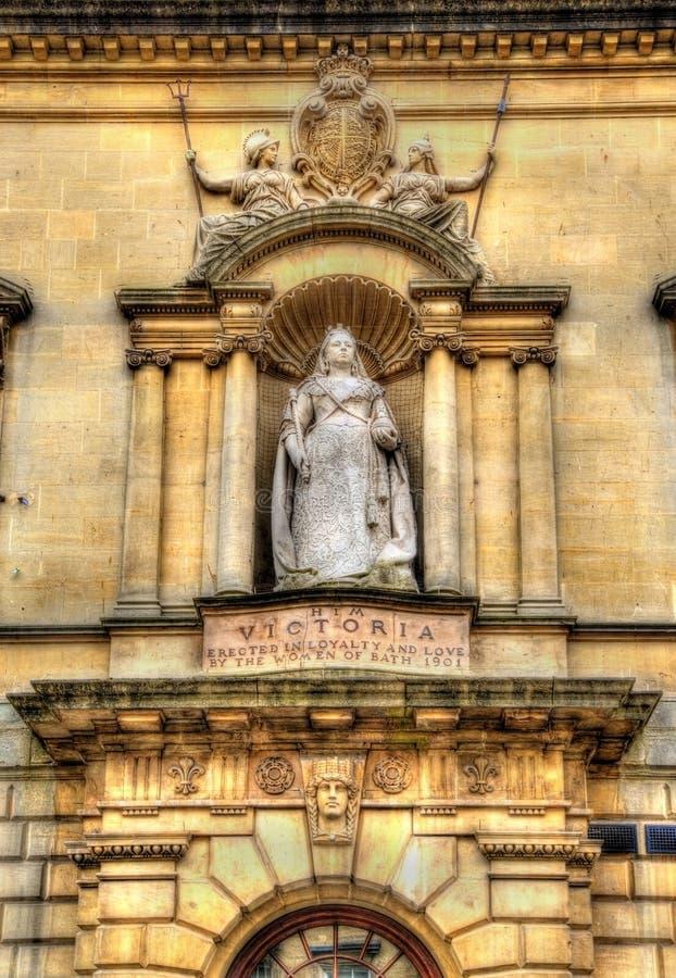 Estatua de la reina Victoria en ciudad del baño fotos de archivo