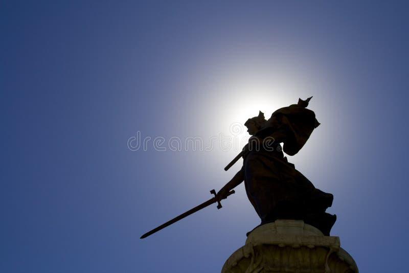 Estatua de la señora y cielo azul imágenes de archivo libres de regalías