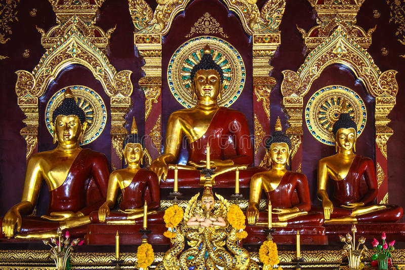 Estatua de la sentada de Buda foto de archivo libre de regalías