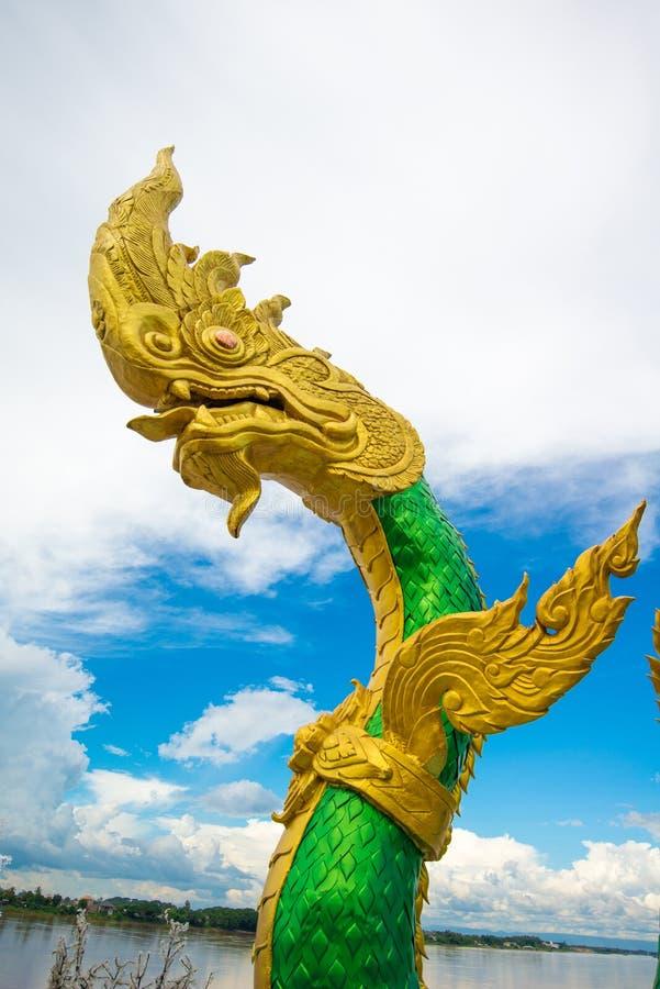 Estatua de la serpiente o del Naga en Nongkhai Tailandia imágenes de archivo libres de regalías