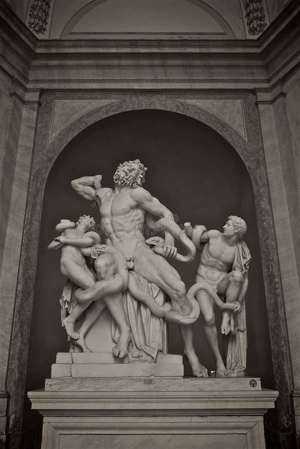 Estatua de Laocoon y sus hijos en museo del Vaticano foto de archivo