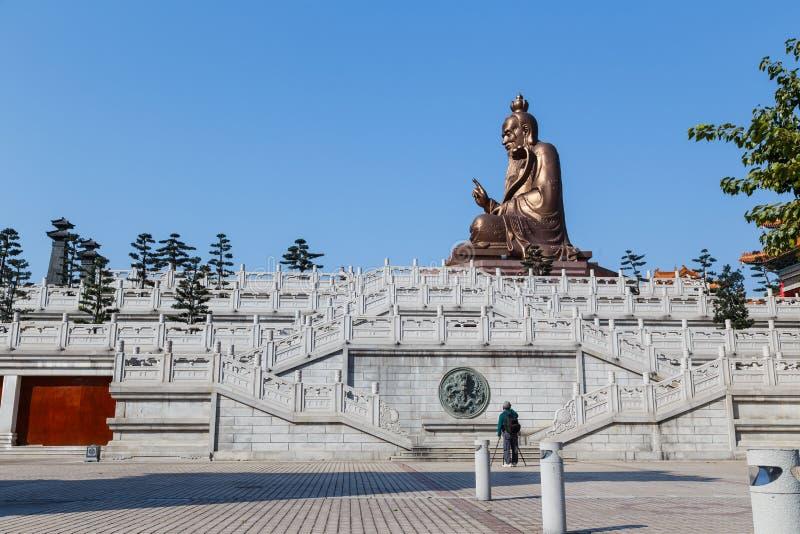 Estatua de Laozi en el templo yuanxuan Guangzhou, China del taoist imagen de archivo
