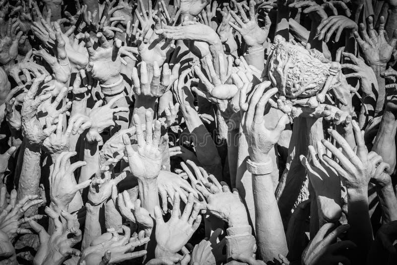 Estatua de las manos del infierno fotos de archivo