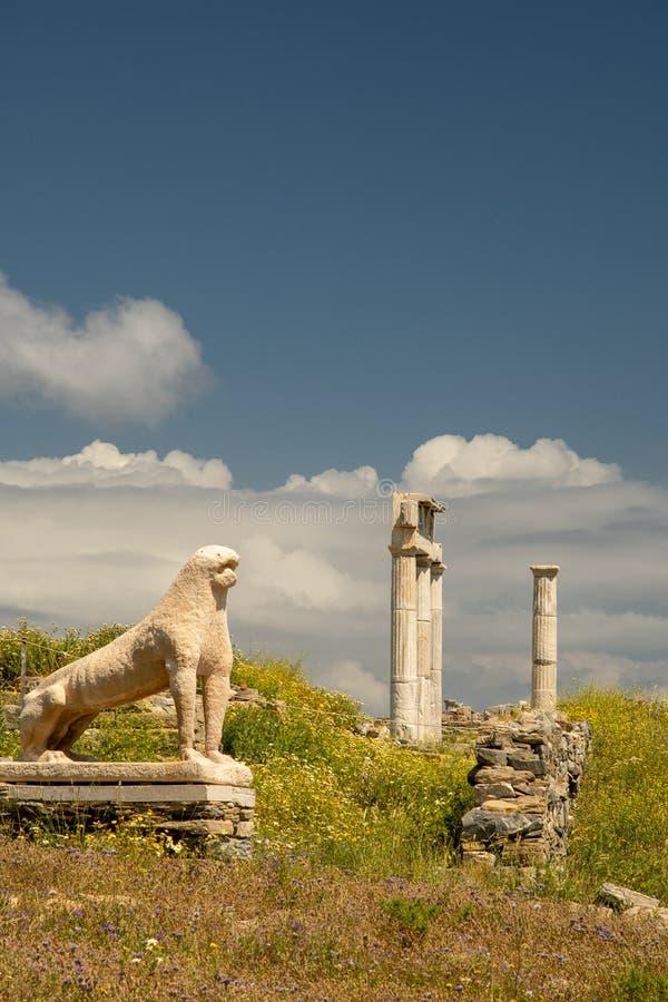 Estatua de león en el templo de Delos, Grecia imagenes de archivo