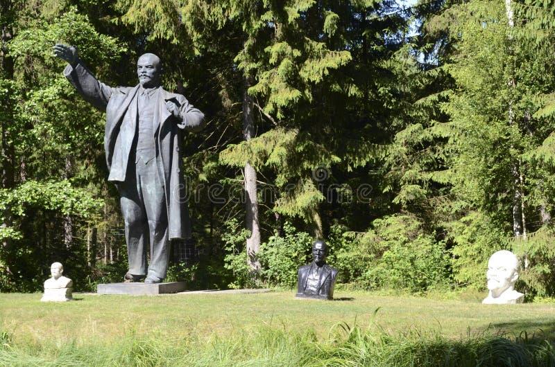 Estatua de Lenin en el parque de Grutas imagen de archivo